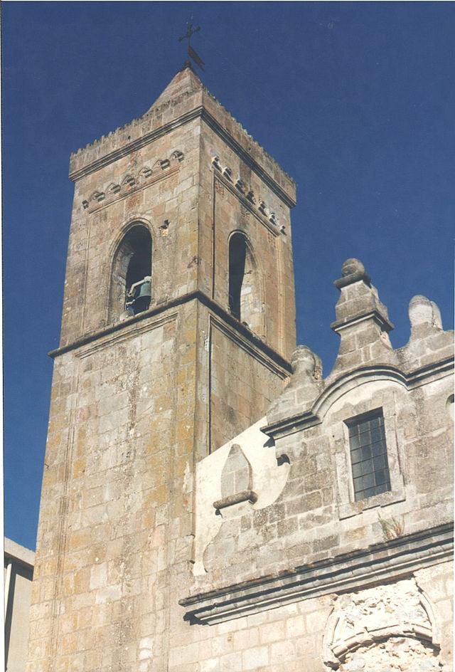 640px-Chiesa_di_làconi1